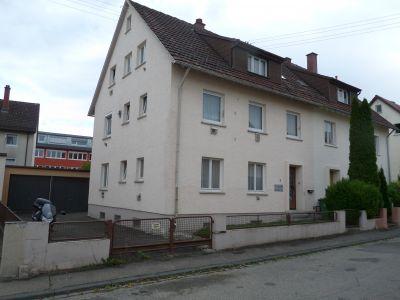 Handwerker aufgepasst! Doppelhaushälfte in Schwenningen mit 2 Garagen und Garten! --Reserviert zum Kauf---